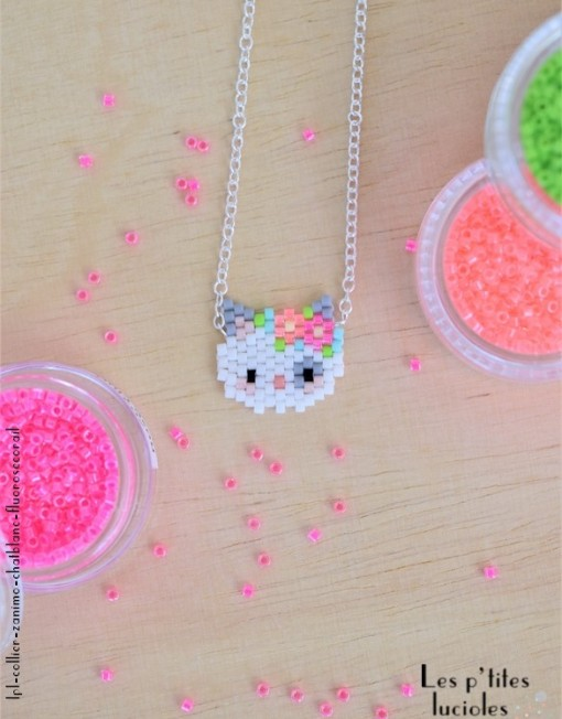 "lpl - Collier ""Zanimo"" Le Chat Blanc - Fluo Rose-corail"